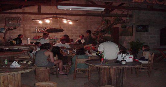 Bar e restaurante for Mobiliario rustico para bares